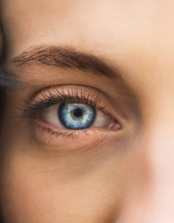 ojo bonito con ojera