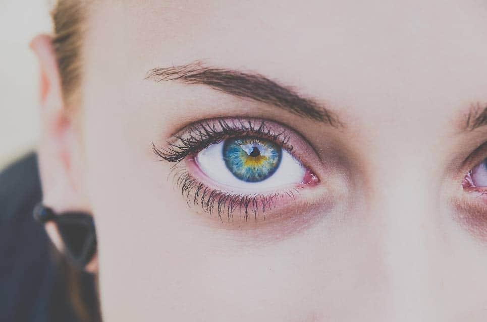 Ojos bonitos con ojeras
