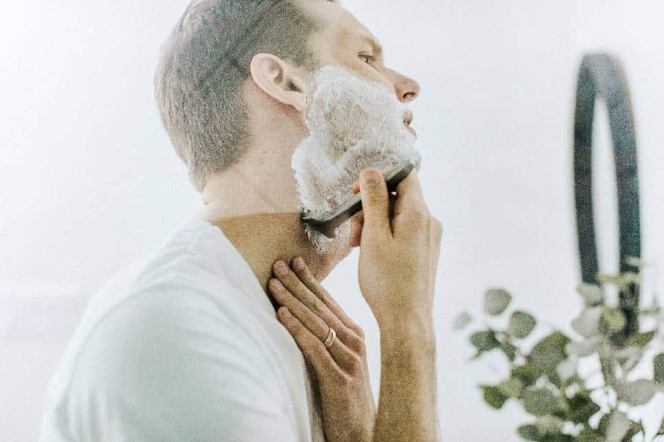 señor que se afeita