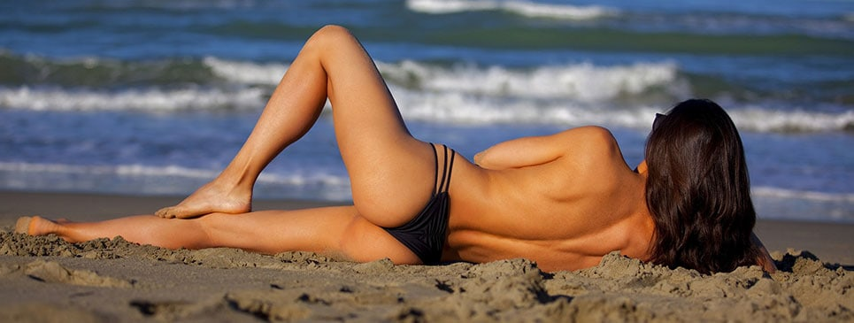 chica sin celulitis en la playa