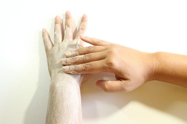 exfoliación de brazo.y mano