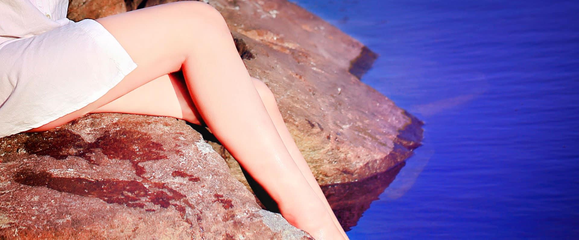piernas cansadas en el mar