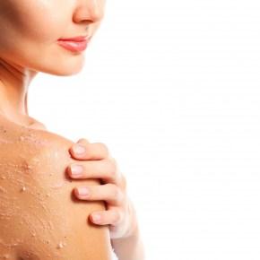Renueva la piel tras el verano con peelings corporales